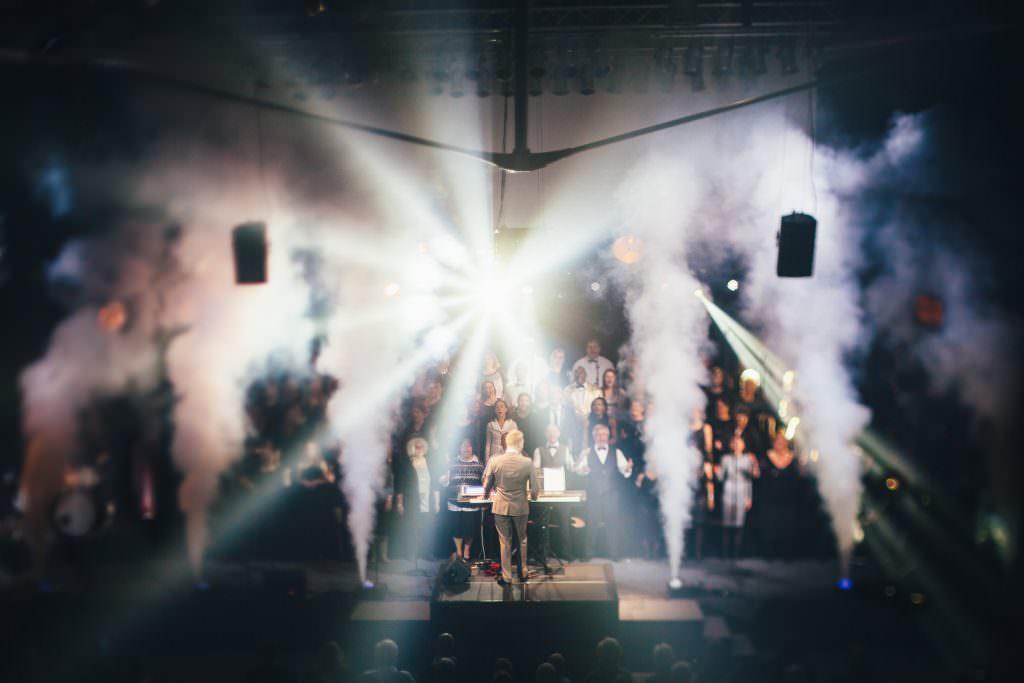 Konzertbild von Chris Lass mit einem Freelensing-Objektiv aufgenommen