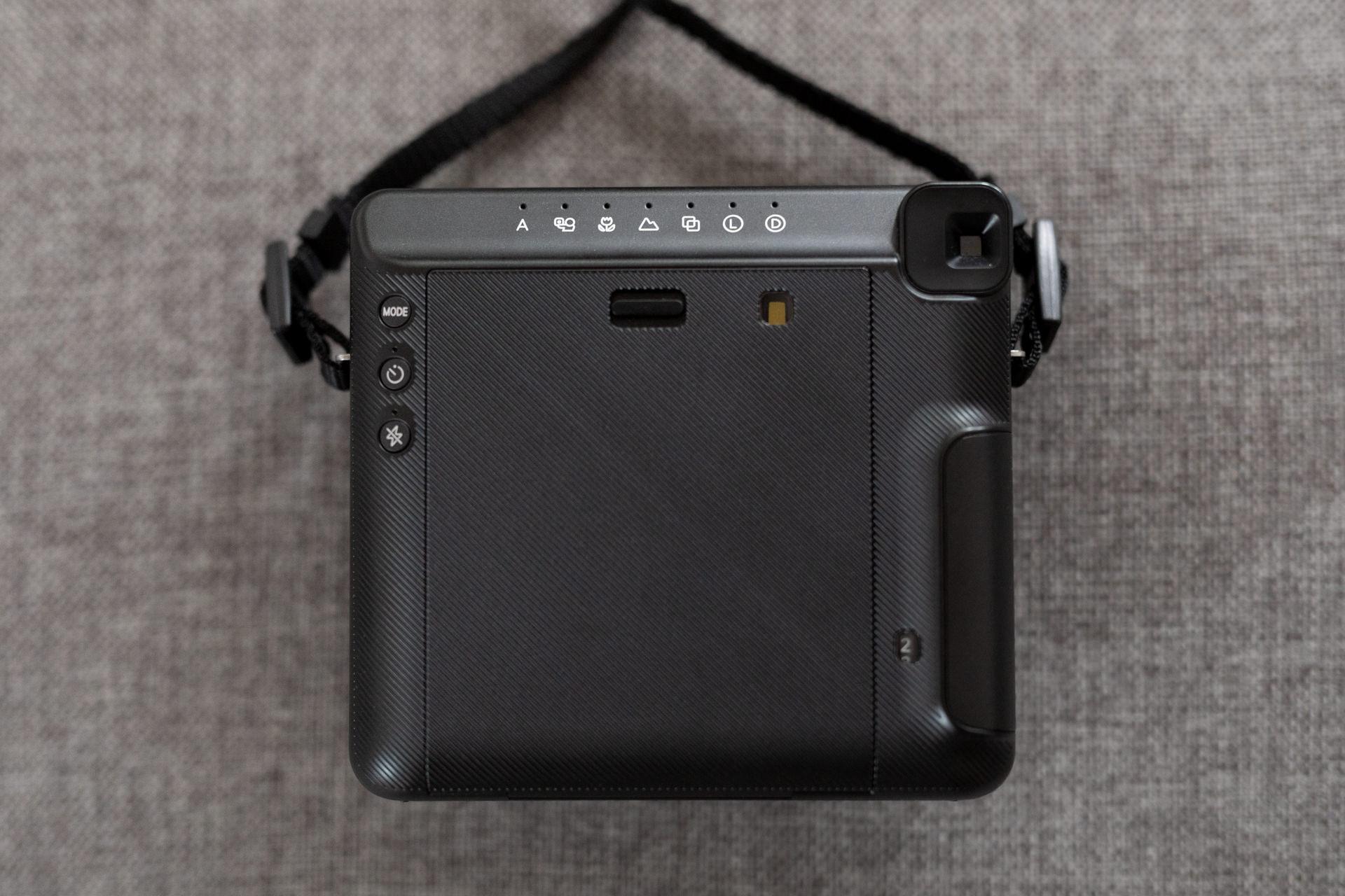Rückseite und Bedienelemente der Instax Square SQ6