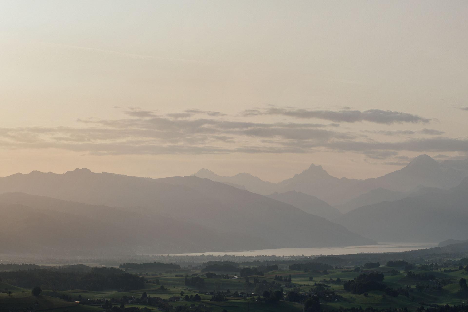 Landschaftsfoto vom Thunersee mit 100mm Teleobjektiv fotografiert