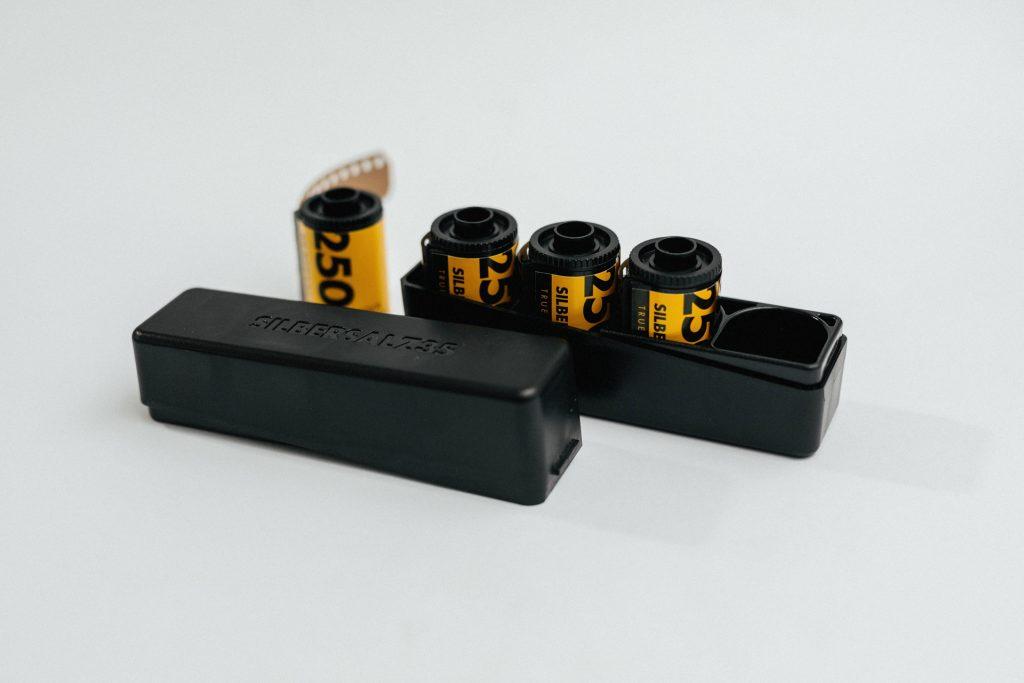 Die schicke Filmdose, in der die Silbersalz-Filme kommen