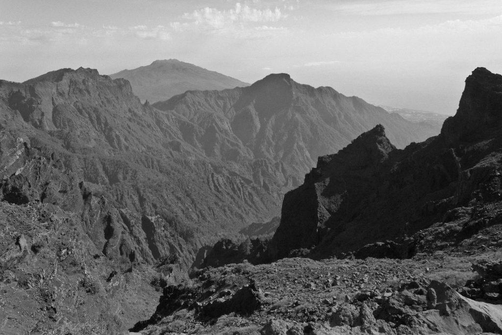 Bei diesem Landschaftsfoto mit Blende f16 ist das meiste im Bild scharf, weil ich auf einen Punkt in einiger Entfernung fokussiert habe.