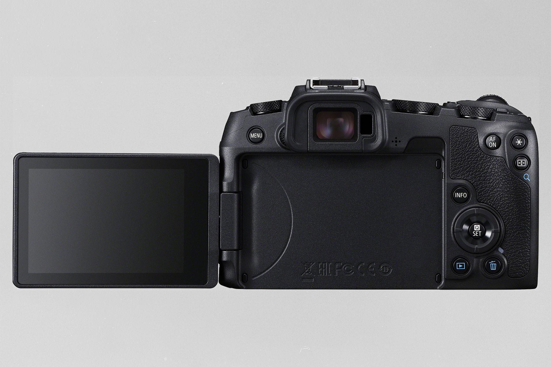 Die Rückseite der Canon EOS RP mit ihrem Klappdisplay