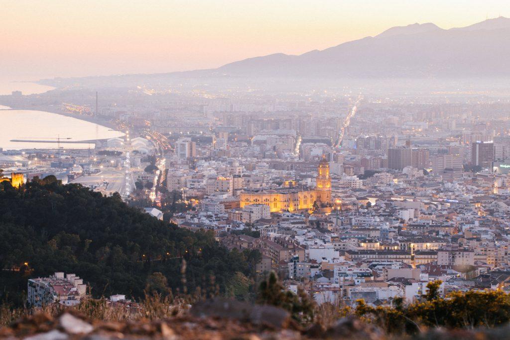 Der Blick vom Monte Victoria auf die Kathedrale und den Hafen von Malaga