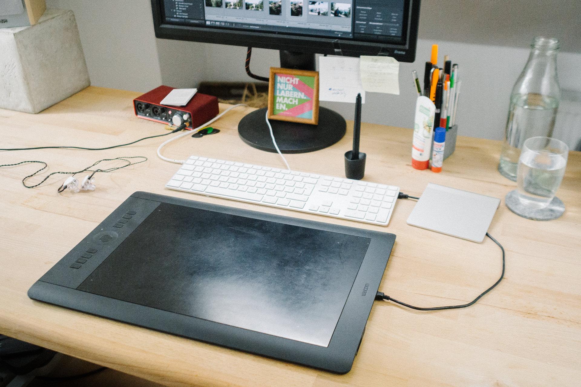 Bild eines Wacom Intuos Pro auf einem Schreibtisch