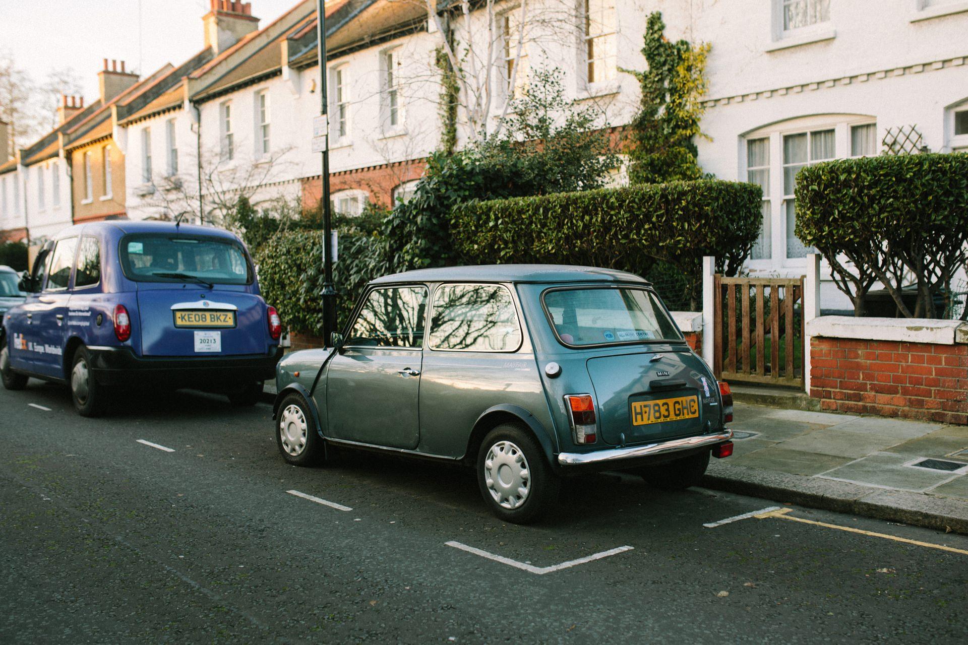 Ein alter Mini am Straßenrand in London – Was können Fotografen gegen den Klimawandel tun?