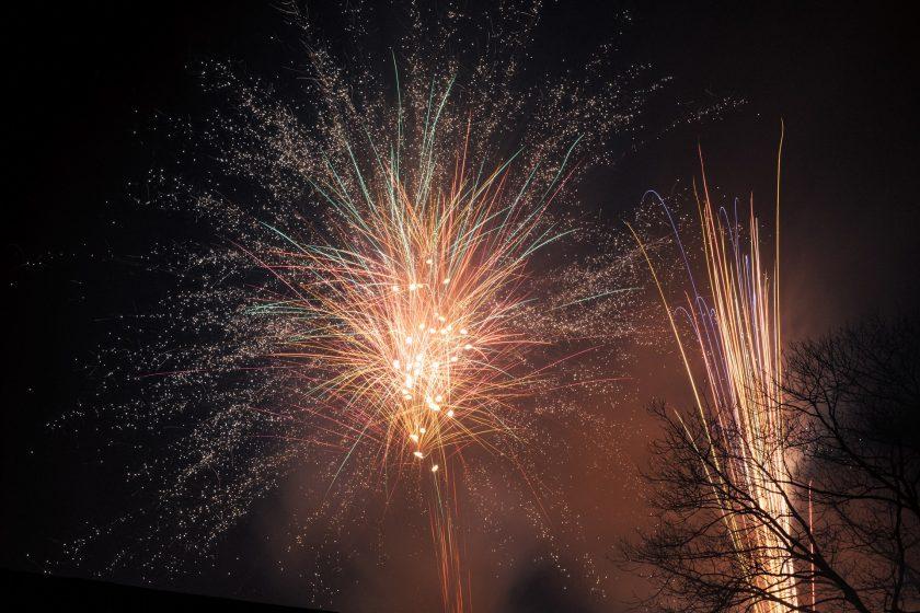 Korrekte Belichtung mit Blende f14 beim Fotografieren einer Feuerwerksbatterie an Silvester