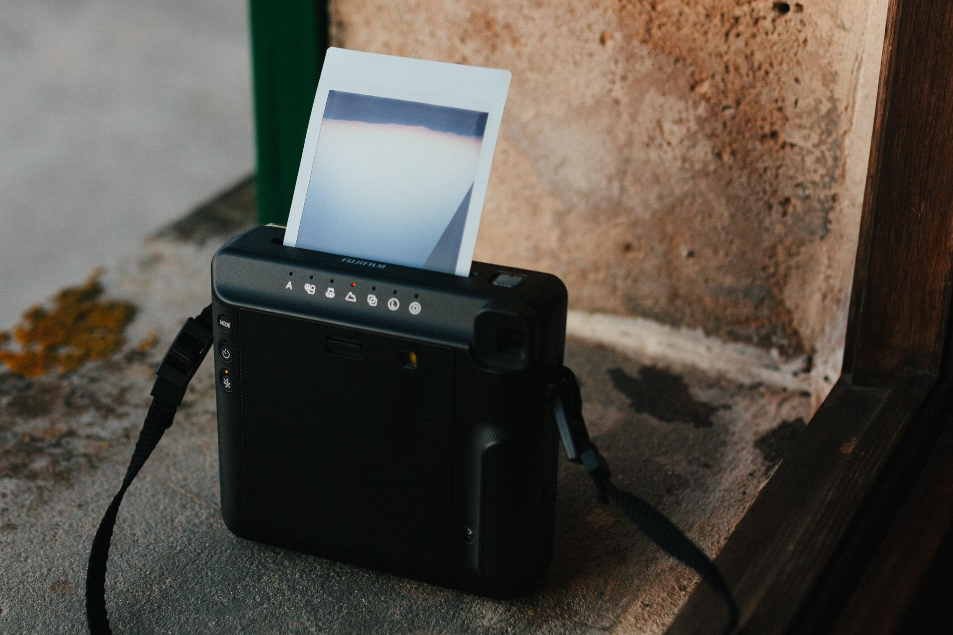 Instax Kamera und Sonnenuntergang Foto